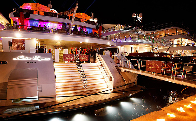 Organizing a luxury yacht charter for a special event – How to